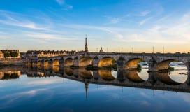 Jacques-Gabriel Bridge über der Loire in Blois, Frankreich Lizenzfreies Stockfoto