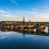 Jacques-Gabriel Bridge über der Loire in Blois, Frankreich Lizenzfreie Stockbilder