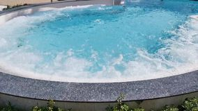 Jacuzzi in de pool met thermisch water