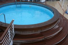Jacuzzi o tina caliente en la cubierta de una nave Foto de archivo