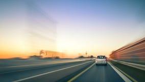 Jadący na Niemieckim Autobahn przy zmierzchem, czasu upływu wideo zbiory