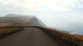 Jadący blisko Mirador del Rio na Lanzarote wyspie, wyspy kanaryjskie Hiszpania, Europa zbiory wideo