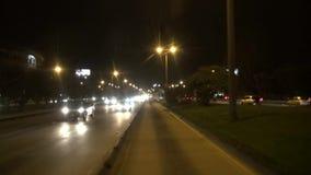 Jadący przy nocą, drogi, ulicy, ciemność zdjęcie wideo