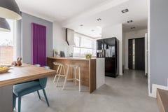 Jadalnia, kuchnia i wejście, zdjęcia stock