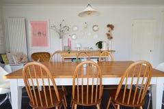 Jadalnia W Współczesnym domu rodzinnym zdjęcie stock