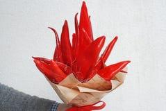 Jadalny bukiet Zima bukiet z warzywami, Czerwoni pieprze Kreatywnie bukiet dla prezenta Obrazy Stock