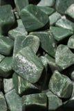 jadeädelstenstenen som naturlig mineral vaggar arkivfoto
