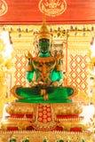 Jade Buddha Wat Phra That Doi Suthep es buddhis de un Theravada fotos de archivo