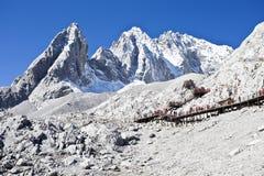Jade-Drache-Schnee-Berg in China stockbild