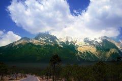 Jade-Drache-Schnee-Berg, Lijiang, Yunnan Lizenzfreie Stockfotografie