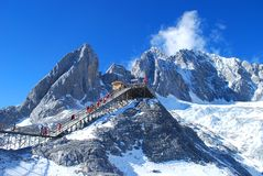 Jade Dragon Snow Mountain lizenzfreie stockbilder