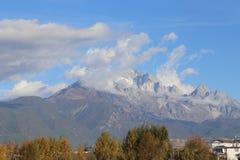 Jade Dragon Snow Mountain fotografia de stock