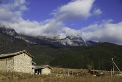 Jade Dragon Snow Mountain Imagenes de archivo