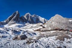 Jade Dragon Snow Mountain em Lijiang foto de stock