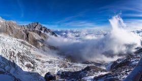 Jade Dragon Snow Mountain em Lijiang fotos de stock royalty free
