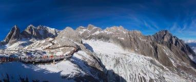 Jade Dragon Snow Mountain em Lijiang fotografia de stock royalty free