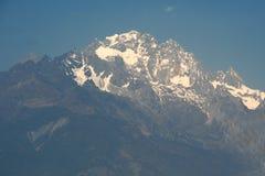 Jade Dragon Snow Mountain i Lijiang, Yunnan landskap, Kina. Royaltyfria Bilder