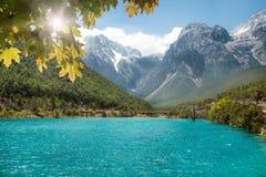 Jade Dragon Snow Mountain, Lijiang, Yunnan, China imagens de stock