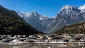 Jade Dragon Snow Mountain, zet de Berg van Yulong of Yulong-van de Sneeuw in Lijiang, Yunnan-provincie, China op stock foto