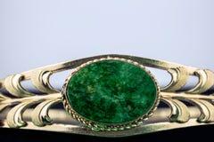 Jade- och guldarmband Arkivfoto