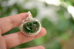 Jadeite που πλαισιώνεται από το ασήμι Στοκ Εικόνα