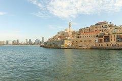 Jaffa con Tel Aviv en el fondo fotografía de archivo