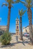 Jaffa-Glockenturm und Palmen Lizenzfreie Stockfotos