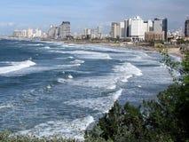 Jaffa sikt av det tunga havet och Tel Aviv 2012 Royaltyfri Fotografi