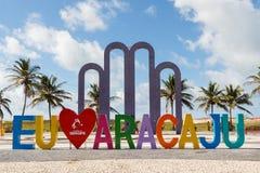 Jag älskar Aracaju på den berömda stranden Atalaia i Aracaju, Sergipe, Brasilien royaltyfri foto