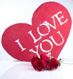 Jag älskar dig hjärta med rosor Arkivbilder