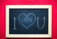 Jag älskar dig som är handskriven på den svart tavlan Royaltyfri Foto