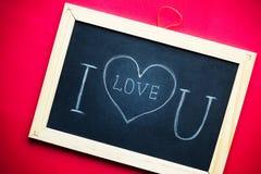 Jag älskar dig som är handskriven på den svart tavlan Royaltyfri Bild