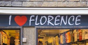 Jag älskar Florence shoppar i centret - FLORENCE/ITALIEN - SEPTEMBER 12, 2017 Royaltyfri Fotografi