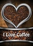 Jag älskar kaffe - hjärta med grillade kaffebönor Arkivbild