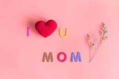Jag älskar u-mammameddelandet med flowe Royaltyfria Bilder