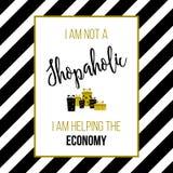 Jag är inte ett shopaholic, mig hjälper ekonomin Shoppa citationstecken, slogan, T-tröjatryck Royaltyfri Bild