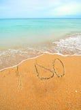 Jag gör skriftligt i sanden för ett bröllopbegrepp Fotografering för Bildbyråer