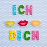 Jag kysser dig i tysk med kanten formade godisen Royaltyfri Fotografi