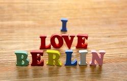 Jag älskar Berlin bokstäver på trä Arkivbilder