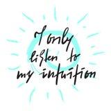 Jag lyssnar endast till min intuition - inspirera och det motivational citationstecknet Hand dragen härlig bokstäver Tryck för de royaltyfri illustrationer