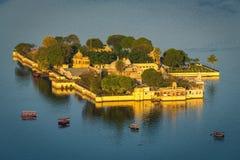 Jag Mandir Palace, lac Pichola, Udaipur, Ràjasthàn, Inde Images stock