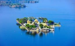Jag Mandir Palace sur le lac Pichola dans Udaipur, Inde Images stock
