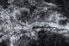 Jag tog denna bild under en regnig dag En pöl av att läcka motorisk olja hade bildat arkivfoto
