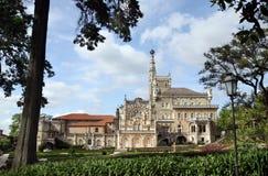Jaga den kungliga slotten i skogen Bussaco, Portugal Arkivfoto
