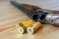 Jaga geväret och ammunitionar Royaltyfri Fotografi