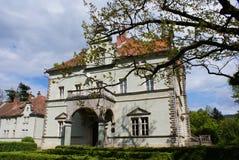 Jaga slotten av räkningen Schonborn i Carpaty royaltyfri fotografi