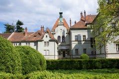 Jaga slotten av räkningen Schonborn i Carpaty royaltyfri foto