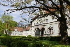 Jaga slotten av räkningen Schonborn i Carpaty royaltyfri bild