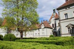 Jaga slotten av räkningen Schonborn i Carpaty royaltyfria bilder