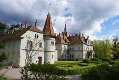 Jaga slotten av räkningen Schonborn i Carpaty royaltyfria foton